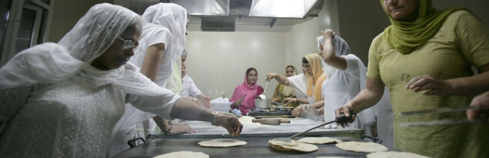 Sewadars 'volunteers' preparing langar 'God's Kitchen'