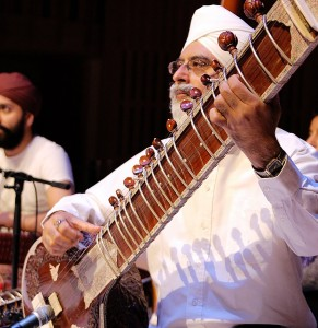 ustad-dharambir-singh-on-the-sitar